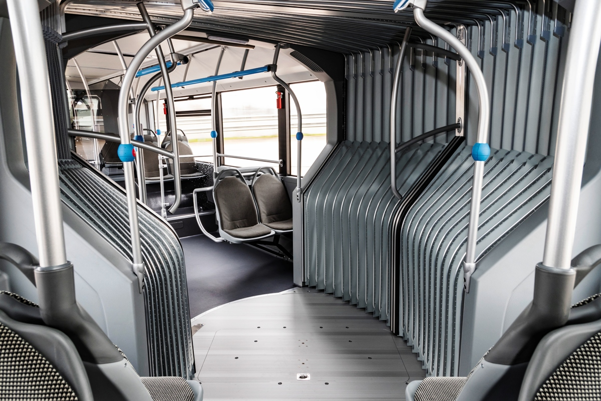 "Most recently, we talked about the electric ""accordion"" of the company MAN, which should become mass-produced next year. Well, now the articulated version of its electric bus eCitaro demonstrated and Mercedes"
