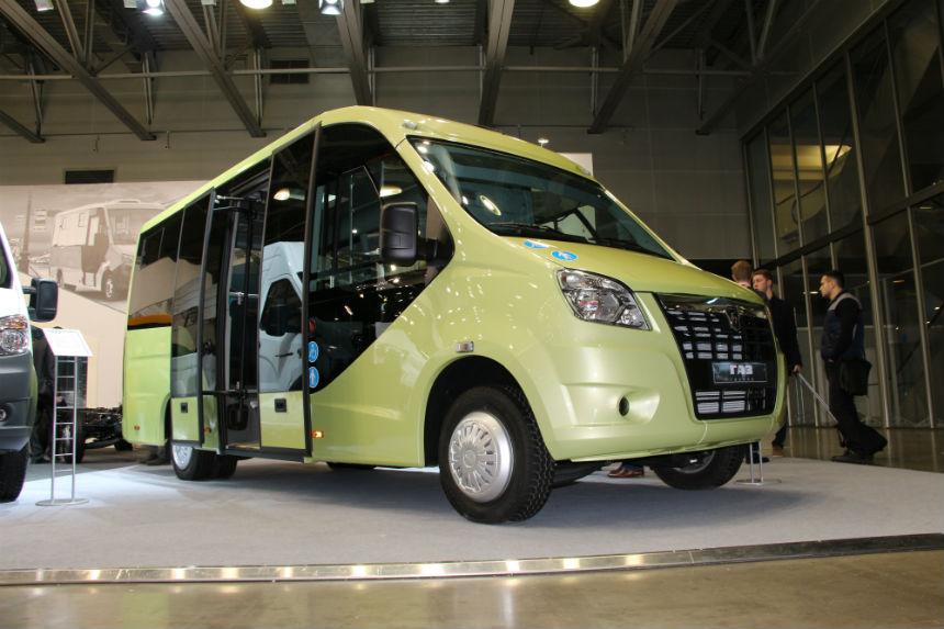 Прототипы каркасных автобусов с низким полом и широкой дверью в 2016 году имели еще привычное