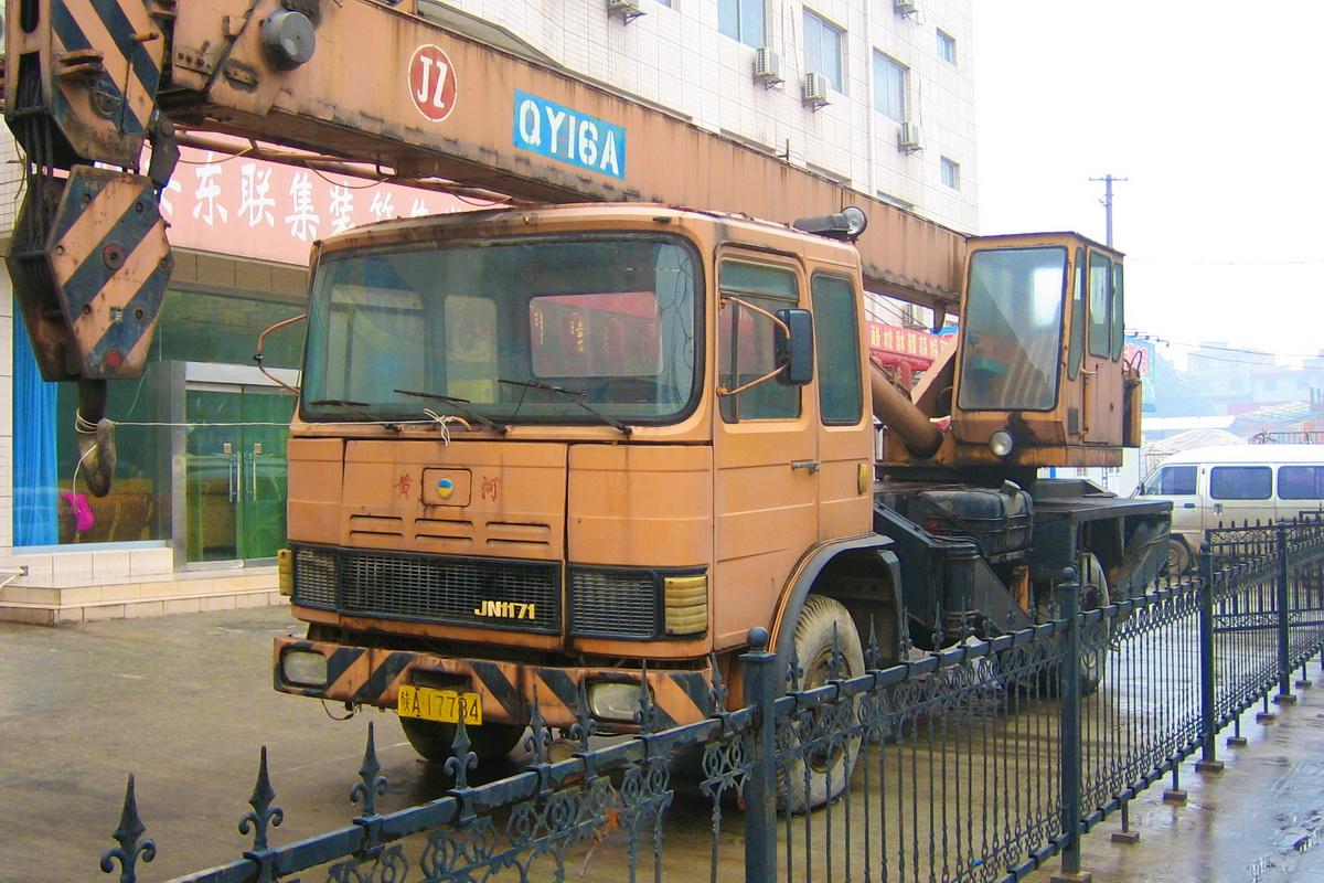 Марку Huanghe в Китае сперва носила местная Skoda 706, затем румынский ROMAN — в свою очередь, лицензионный MAN F8
