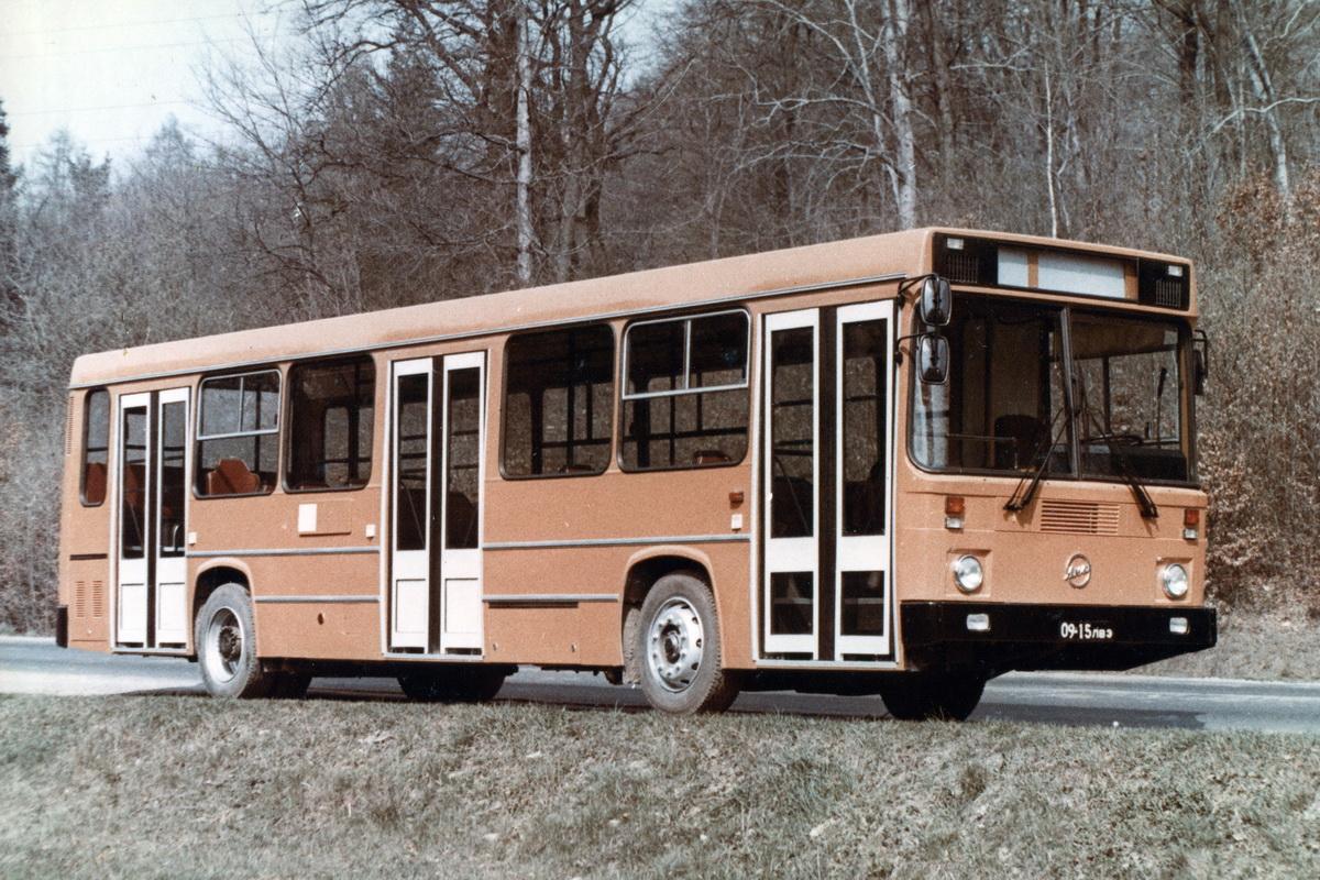 Первый экземпляр ЛиАЗ-5256 еще экспериментальной сборки. В Венгрии же его собрата выпускали под именем Ikarus 415