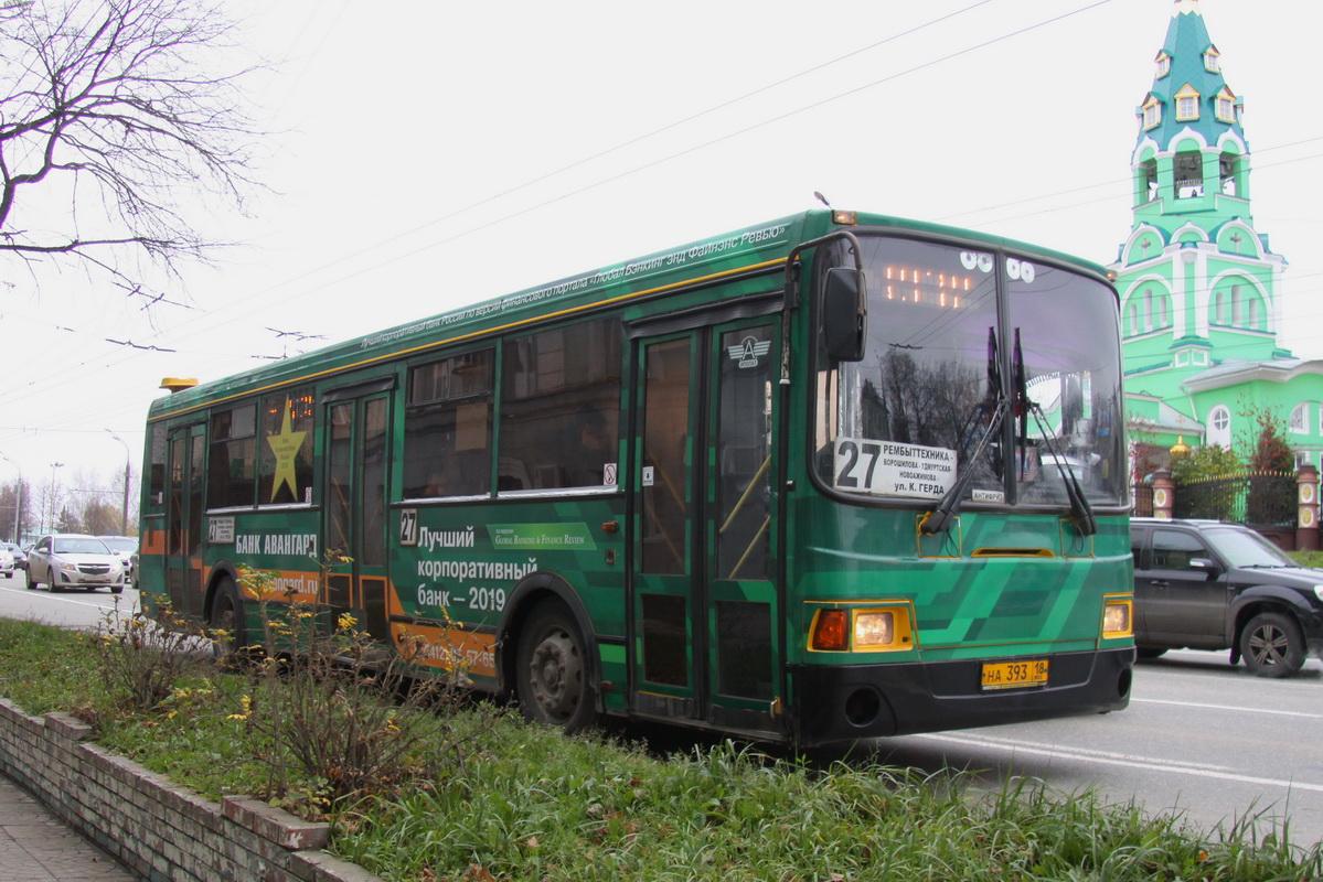 Автобусы работали во множестве городов, как эти — нижегородский 2006 года выпуска и ижевский 2010-го
