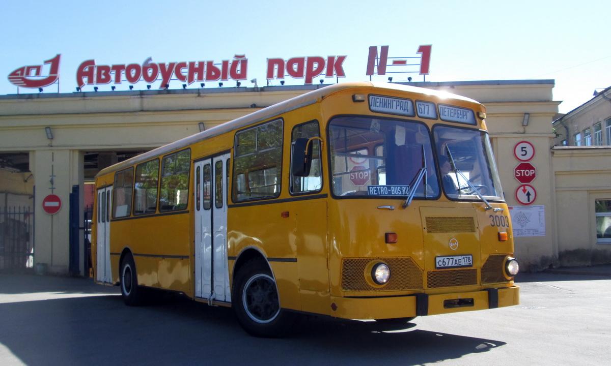 Благодаря усилиям энтузиастов в Петербурге можно прокатиться на восстановленном ЛиАЗ-677, Икарусе и даже уникальном ЯТБ-1
