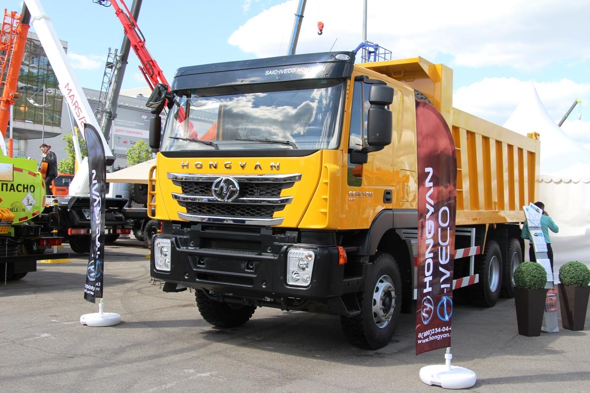 Когда-то такие машины пытались продавать в России под маркой IVECO, а теперь это Hongyan Genlyon