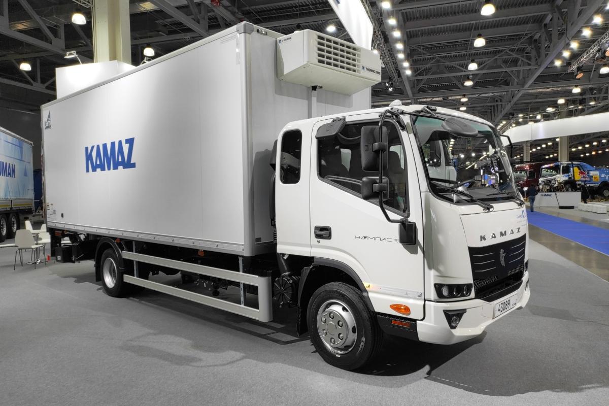 Новое оформление передка освежило внешность китайского грузовика