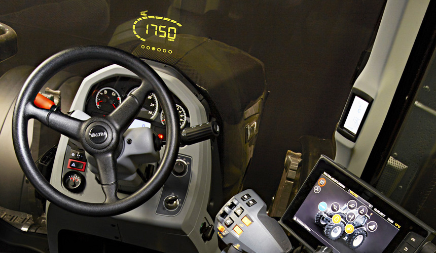 На тракторах Valtra появится проекционный дисплей