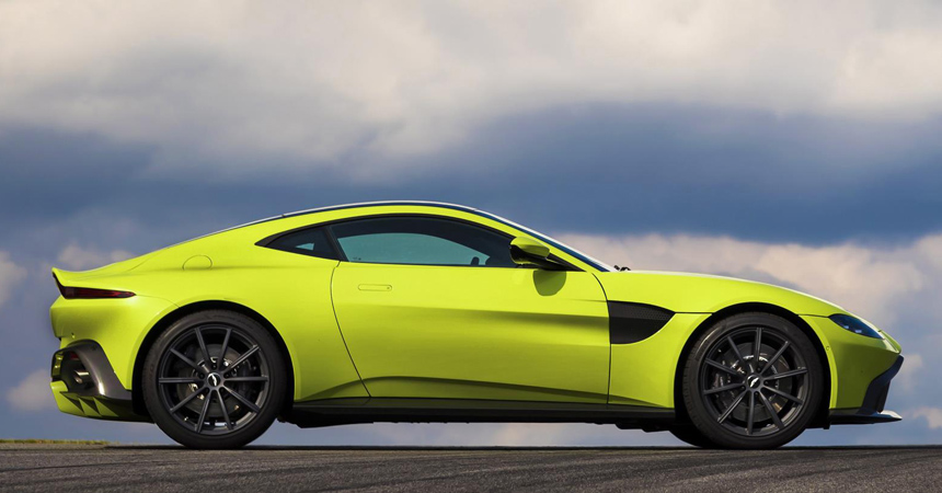 Астон Мартин представил улучшенный суперкар Vantage