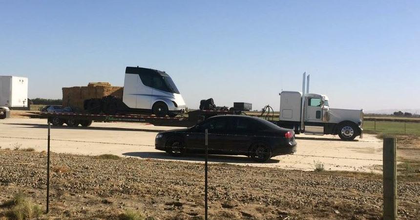 Размещен 1-ый снимок беспилотного грузового автомобиля Tesla