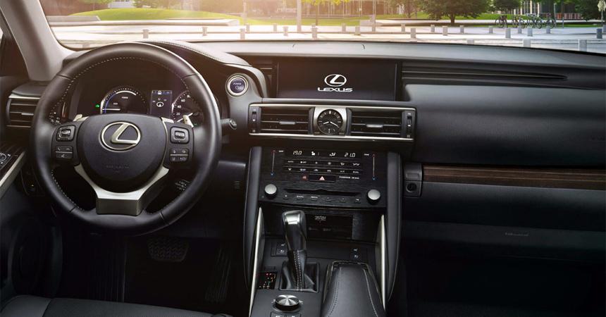 Седан Lexus IS возвращается на российский рынок