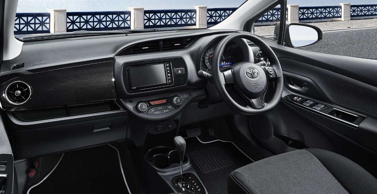 Хэтчбек Toyota Vitz: безопасность к юбилею