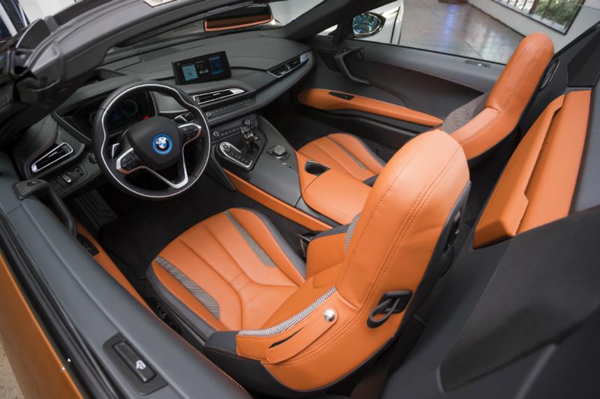 Родстер и обновленное купе BMW i8 поступили в продажу