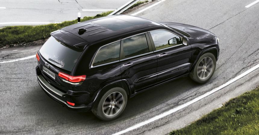 Jeep выпустил спортивную версию Grand Cherokee с безусловно темным корпусом
