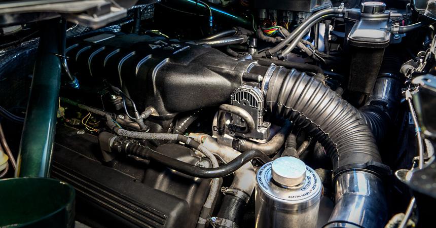 Крошечный Астон Мартин оборудовали агрегатом V8— Любой каприз