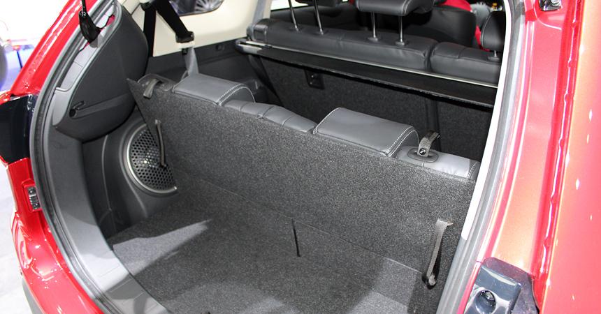 Mitsubishi Outlander PHEV стал гибридом вЖеневе