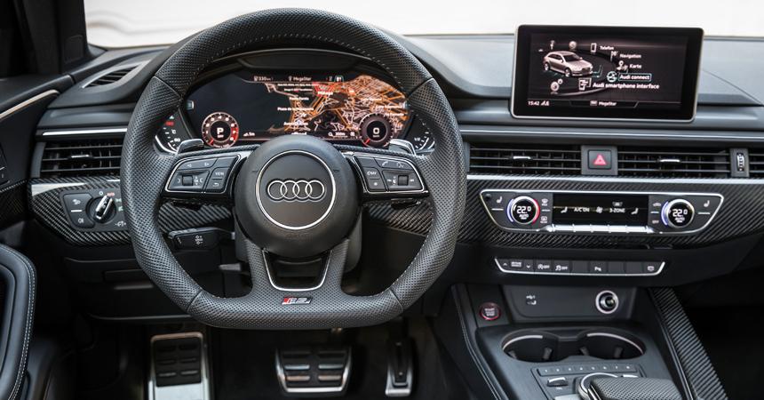 Заряженный универсал Audi RS 4 Avant добрался до России