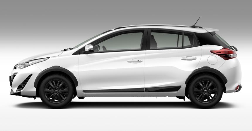 Toyota экспериментирует: спортивный Hilux, внедорожный Yaris