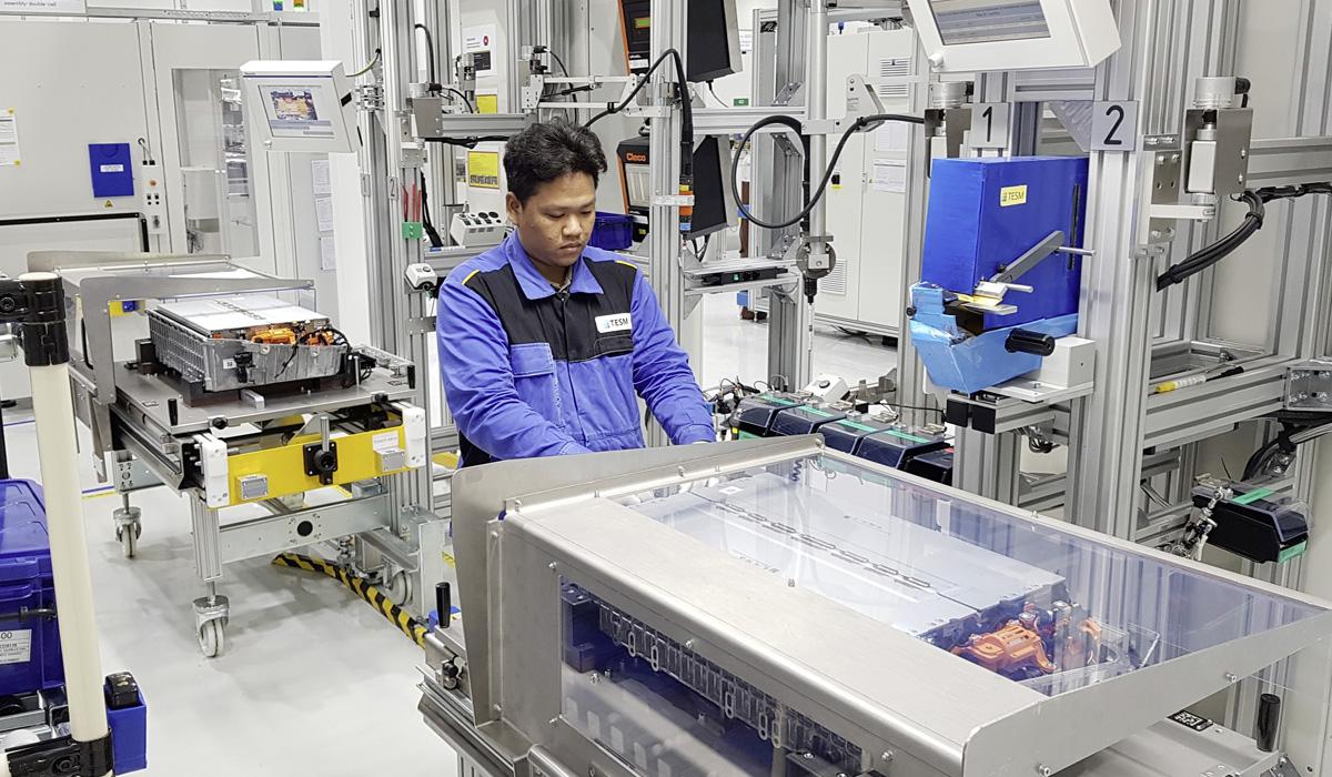 Дайджест дня: новый завод Aston Martin, электрический Ford F-150 и другие события индустрии