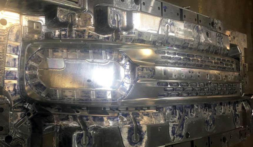digest Ford Bronco grille - Дайджест дня: планы BMW в России, фрагмент нового Bronco и другие события индустрии