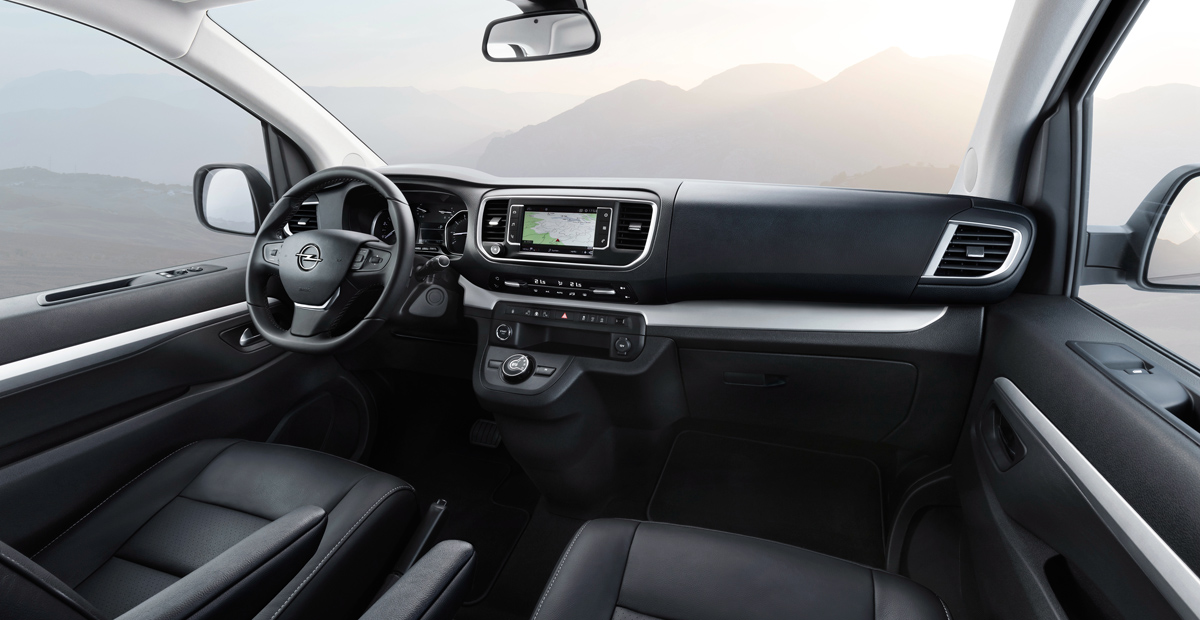 Интерьер Opel Zafira Life (приборная панель)