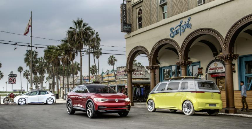 Дайджест дня: Автомобиль года в Америке, 105 лет конвейеру и другие события автоиндустрии