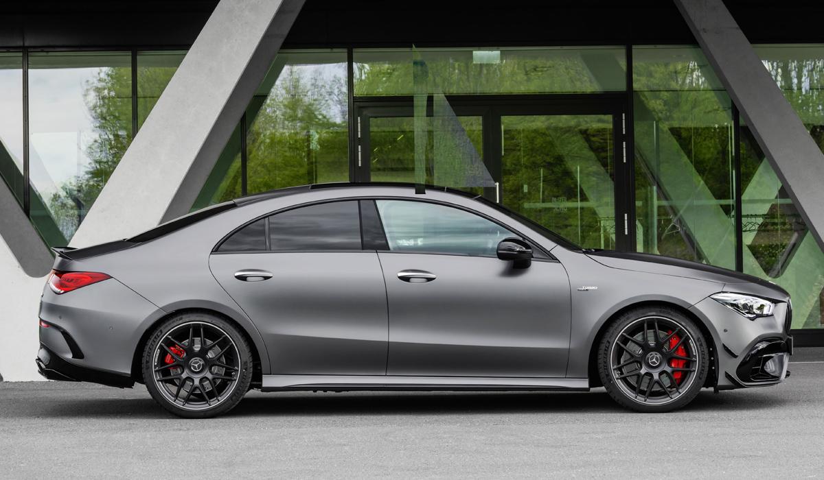 Новые «зажигалки» Mercedes-AMG A 45 и CLA 45: режим дрифта