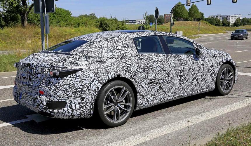 Флагманский электромобиль Mercedes EQS замечен на тестах