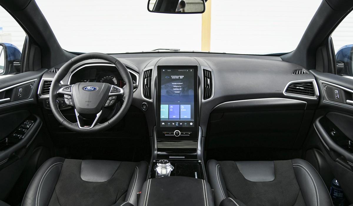 Обновлен семиместный Ford Edge: планшет и версия ST