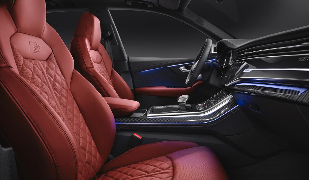 «Заряженный» кроссовер Audi SQ8: самый дорогой в гамме