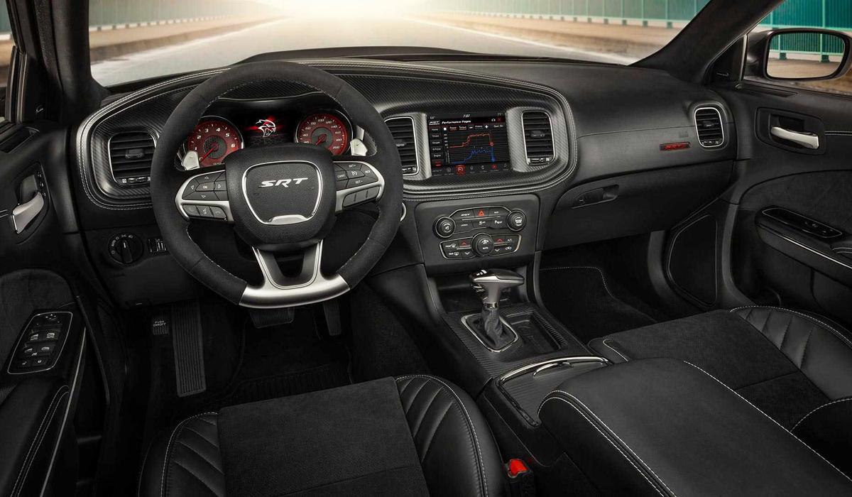Dodge представил доработанный седан Charger SRT Hellcat