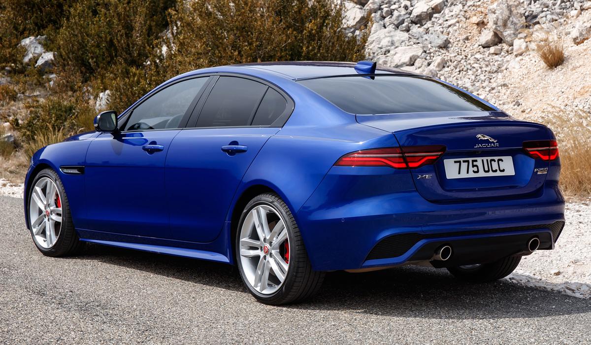 Обновленный седан Jaguar XE: цены в России
