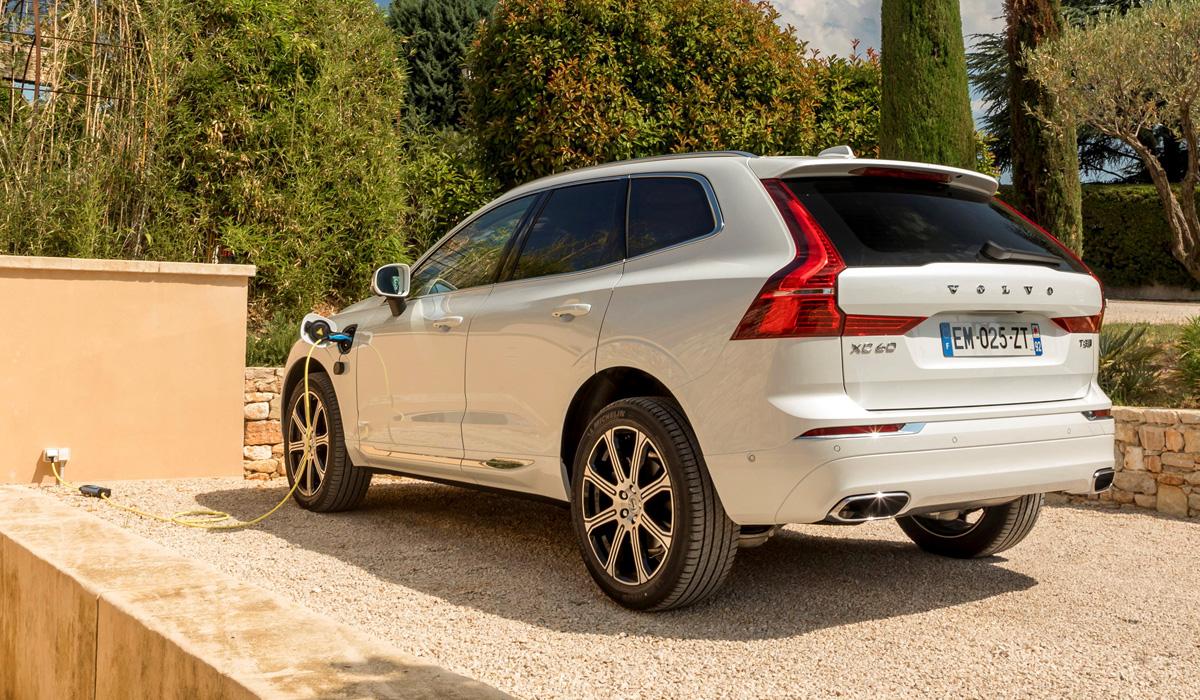 volvo xc60 t8 4 - Гибридный Volvo XC60 T8 в России: бесплатное электричество