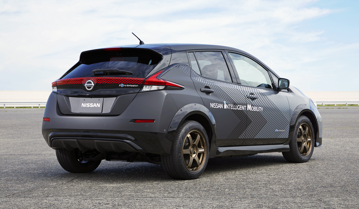 Nissan Leaf примерил полный привод