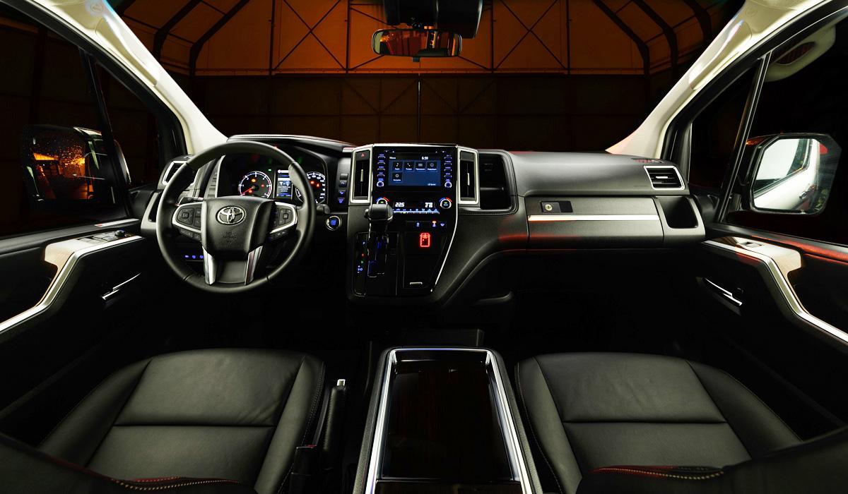 Бизнесвэн Toyota Hiace VIP выходит на российский рынок