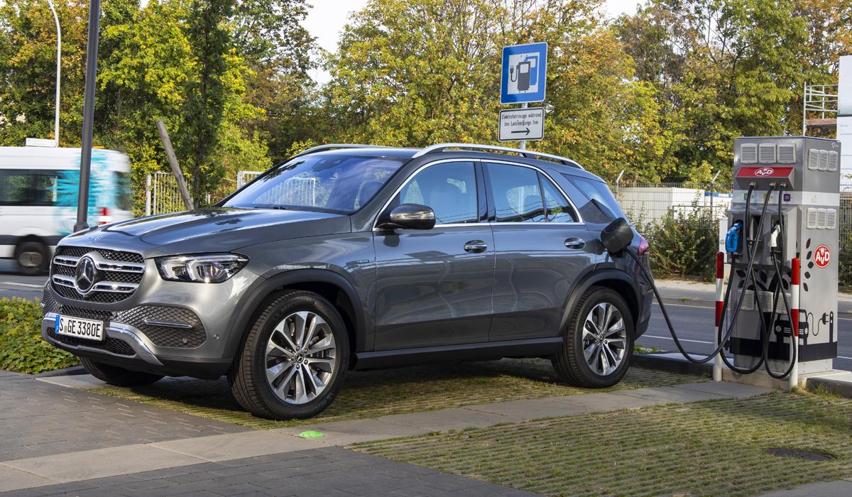 Представлены новые гибриды Mercedes GLE и GLC