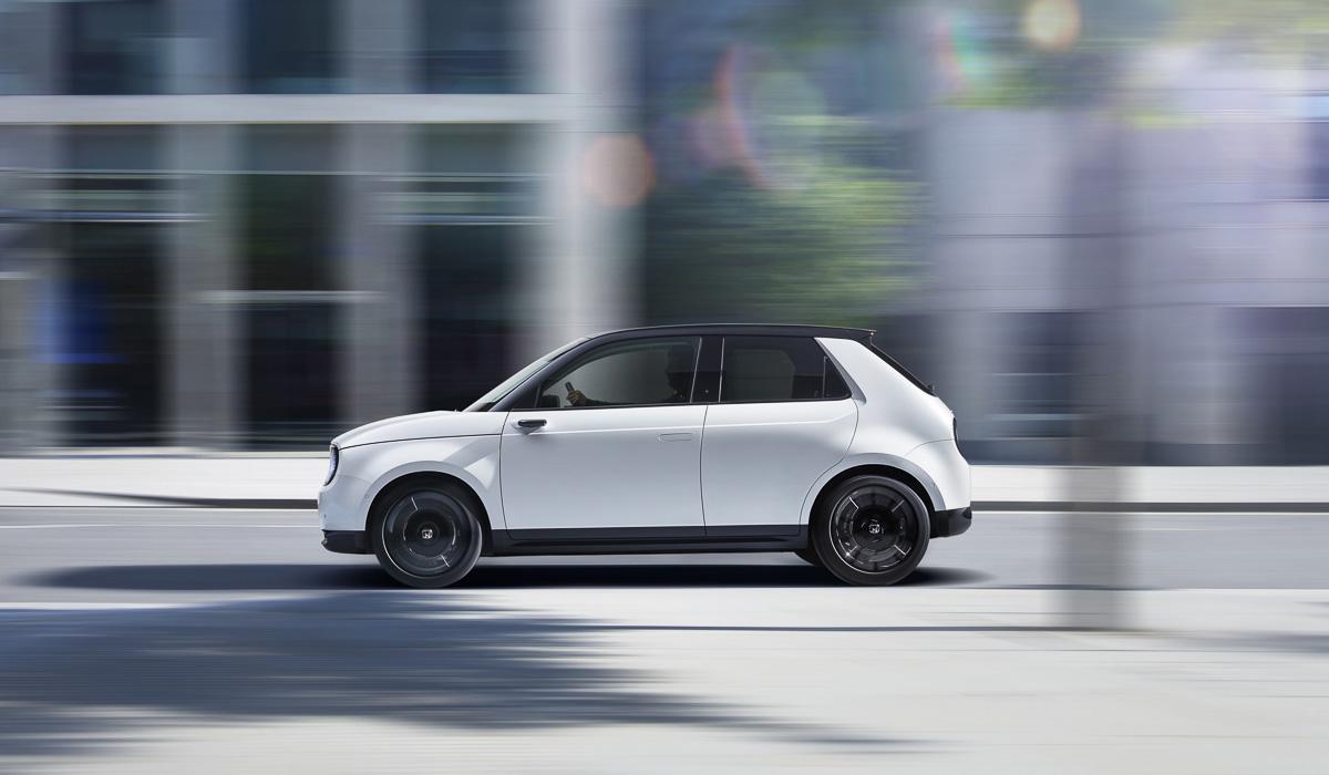 Серийный электромобиль Honda e: подробности и цены