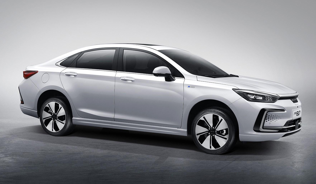 Электрический седан Beijing EU7 выходит на рынок