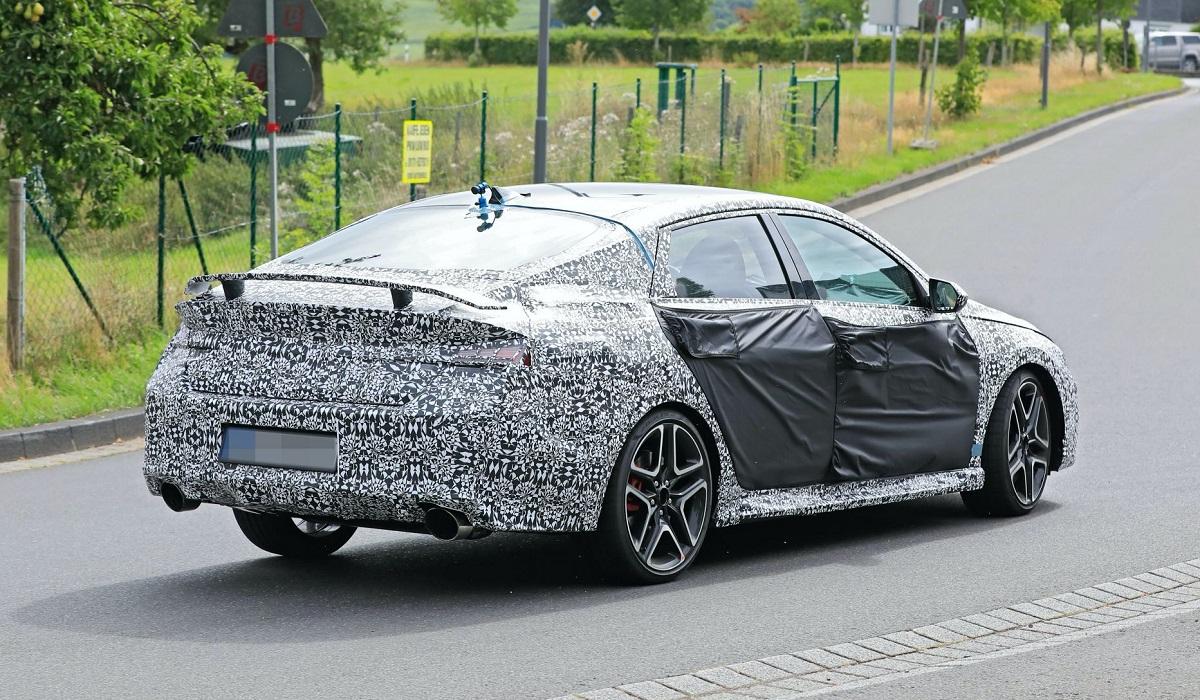 «Заряженный» седан Hyundai Elantra N вышел на тесты