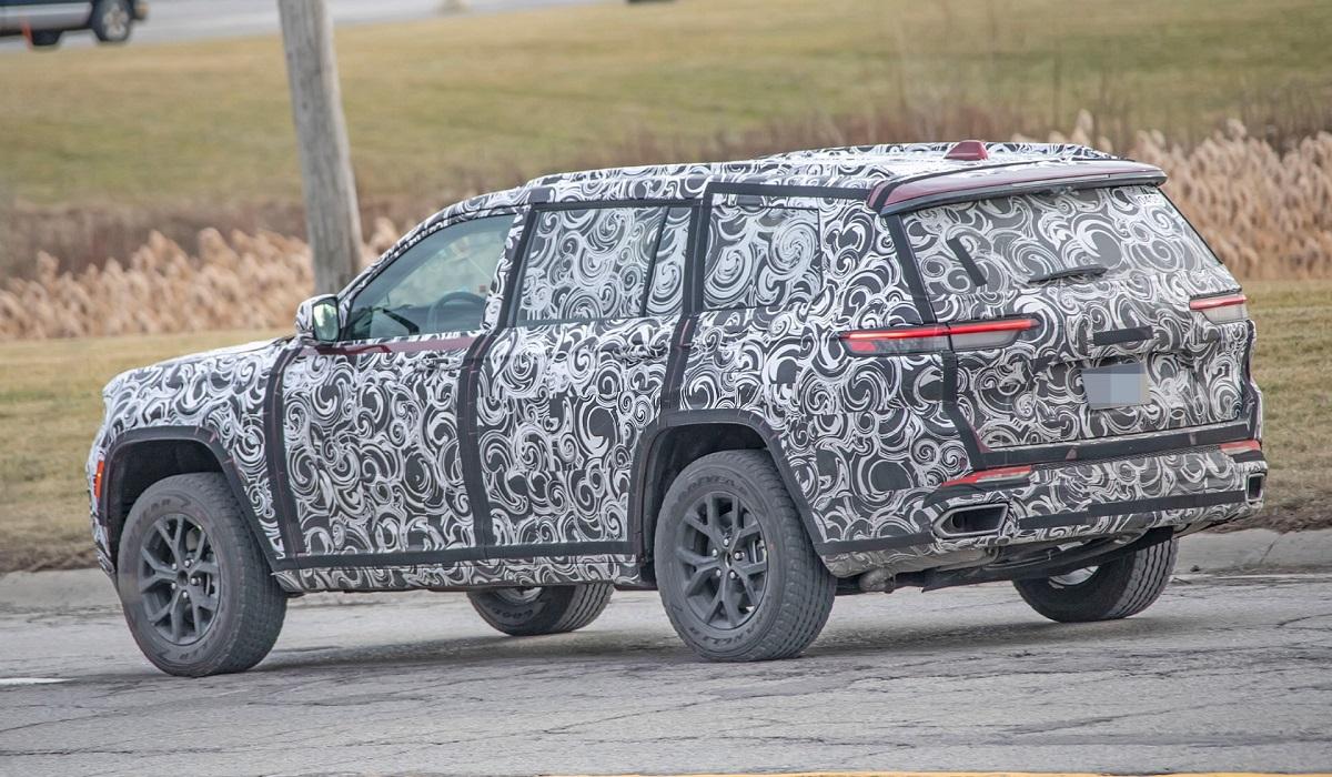 Новый Jeep Grand Cherokee засветился в камуфляже