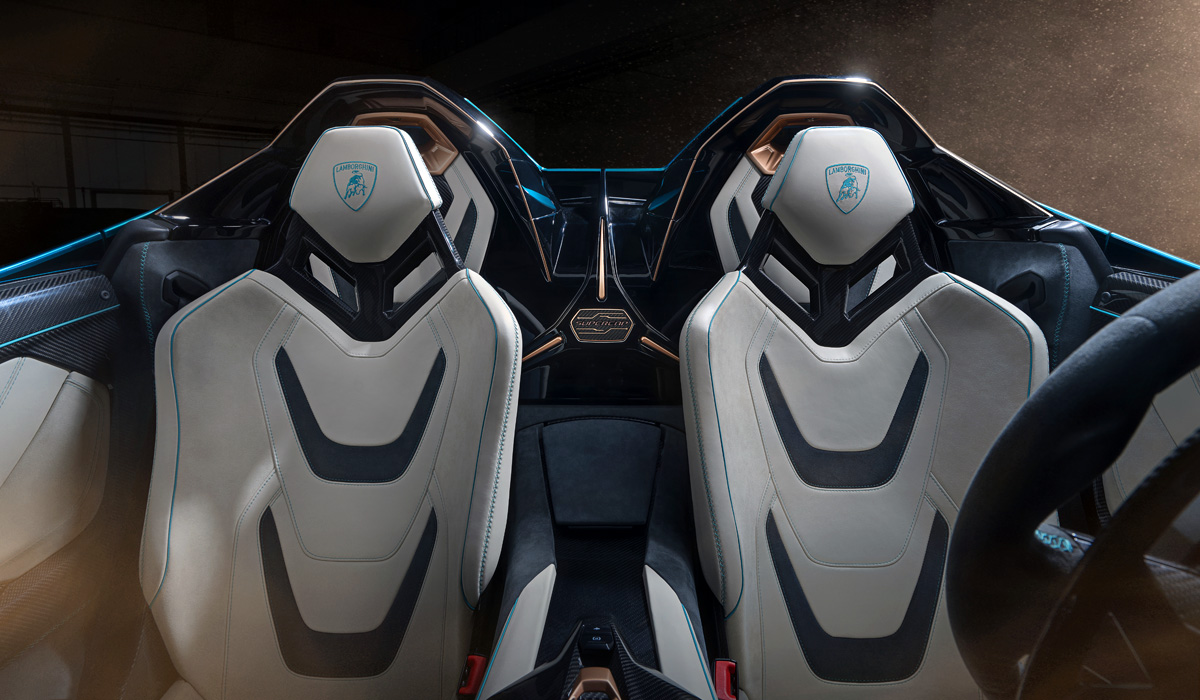 """Recall that last year's Sian was not only the first hybrid Lamborghini, but also the first commercial model of the """"big car industry"""" with a supercapacitor instead of a traction battery. The new Lamborghini Sian Roadster has exactly the same electrical system."""