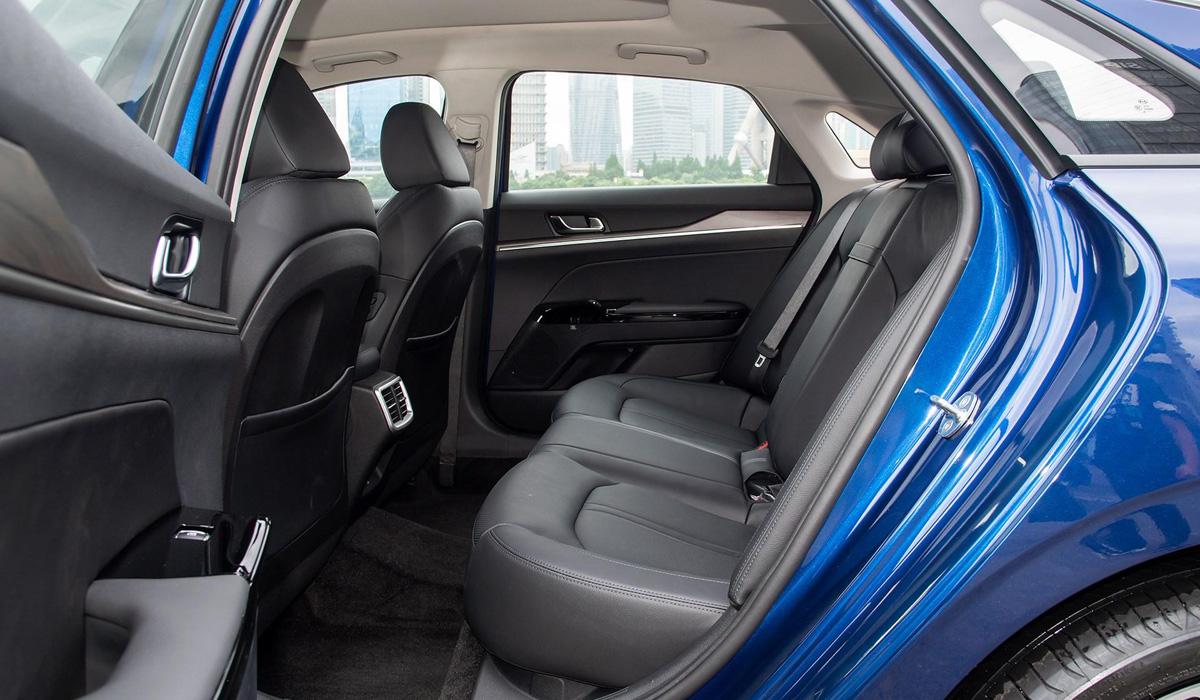 У нового седана Kia K5 появилась длиннобазная версия