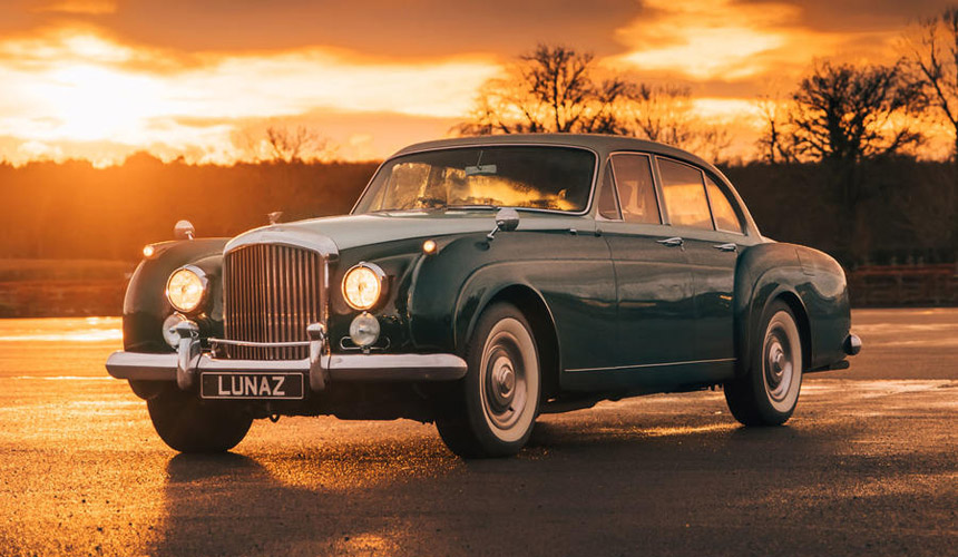 Later, the 1961 Rolls-Royce Phantom V and 1956 Rolls-Royce Silver Cloud were redesigned. And now Lunaz has begun accepting orders for electric versions of the Jaguar XK120 and XK140 sports cars