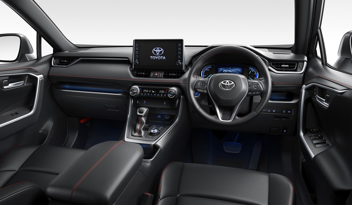 "The PHV version is equipped with the same 2.5 atmosfernik that is put on the"" normal "" hybrid RAV4: it works on an economical Atkinson cycle and produces 177 HP and 219 Nm. But the electric motor of the new"