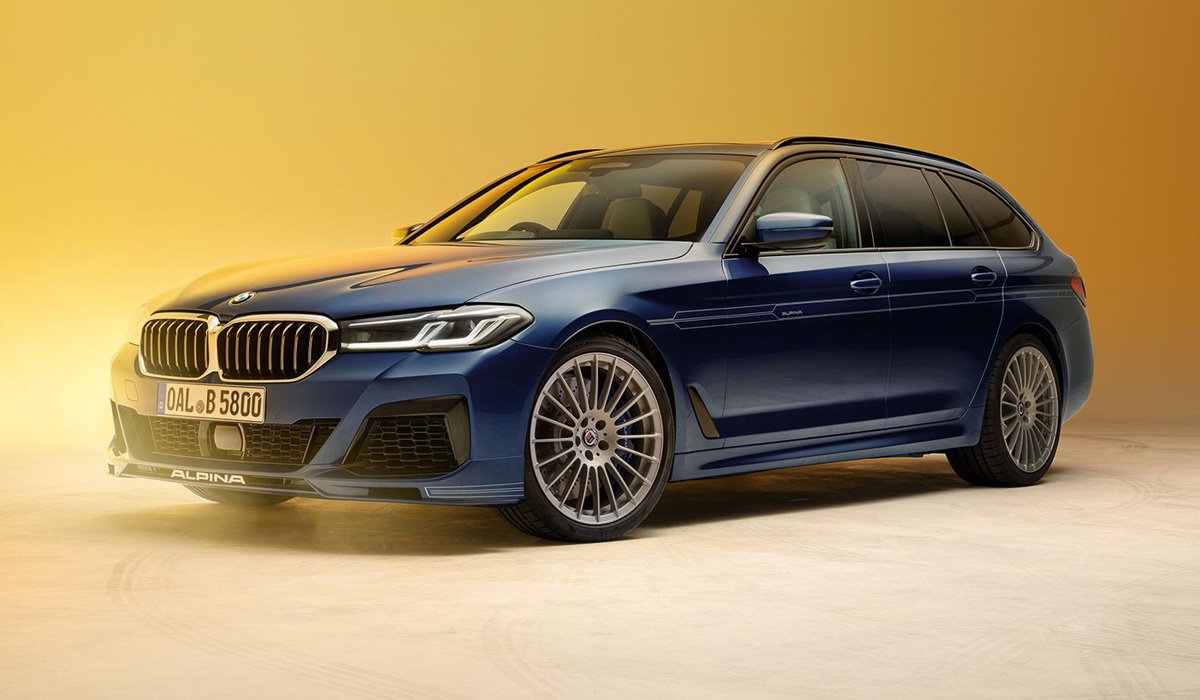 BMW Alpina B5 petrol sedans and station wagons still use a modified V8 4.4 engine with a pair of dual-flow turbochargers. Power is increased from 608 to 621 HP