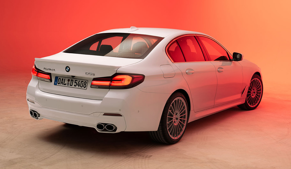 Following the donor cars, the BMW Alpina B5 and BMW Alpina D5 S models gained new lighting technology and a larger radiator grille