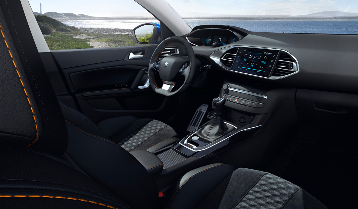 From now on, the Peugeot 308 is already equipped with a dual-zone climate control, light and rain sensors, a rear parking sensor and an auto-dimming interior mirror. The expanded complex of auxiliary electronics from now