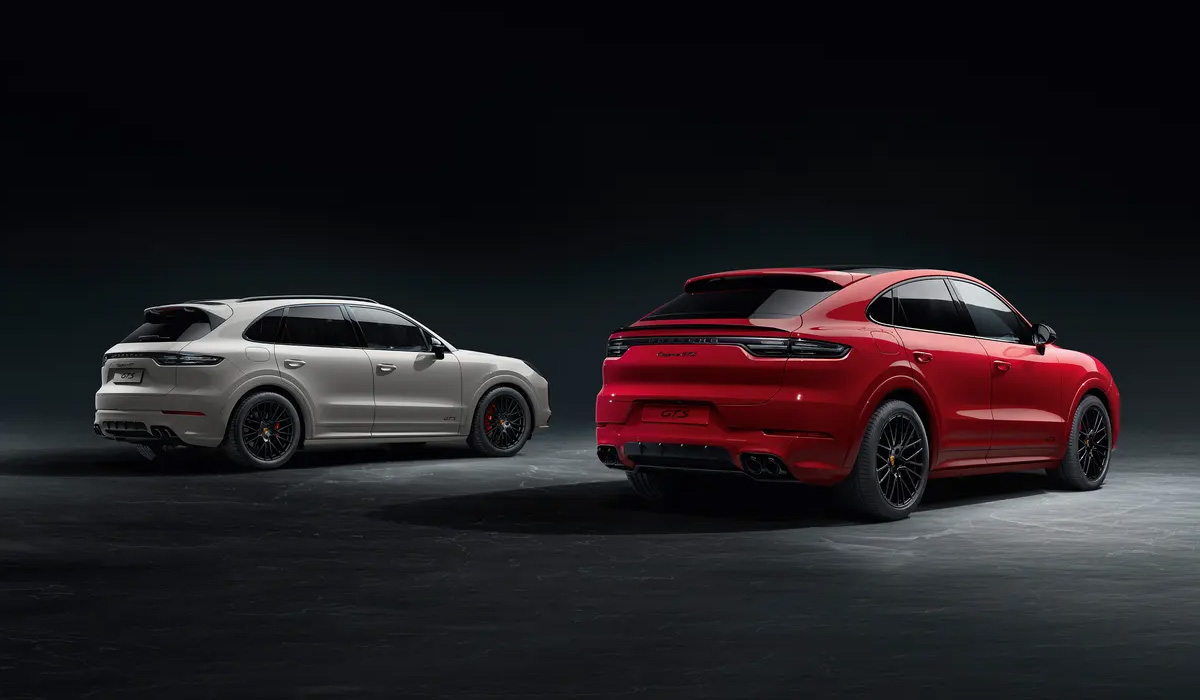 According to the tradition of Porsche, the GTS prefix relies on modifications with the most evil and sporty character. In the new generation Cayenne crossover, it appeared only now,