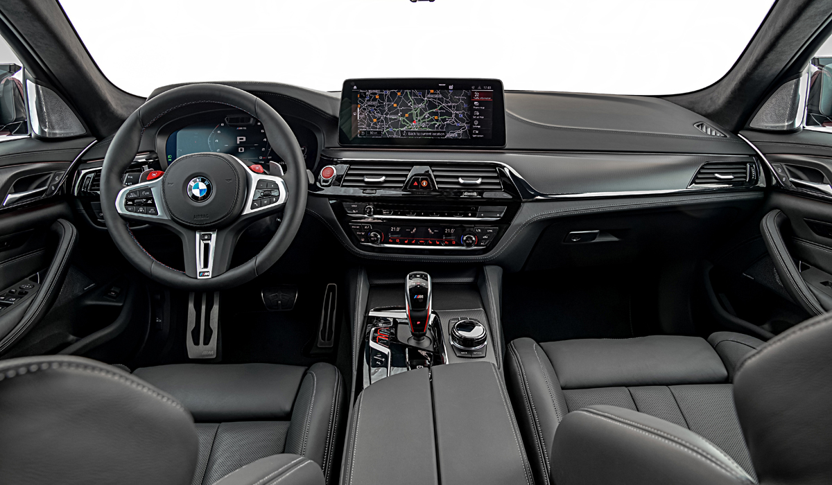 The power unit is the same. The standard BMW M5 sedan has a V8 4.4 Biturbo engine that produces 600 HP and 750 Nm, while the M5 Competition version has 625 HP and the same 750 Nm, although in a slightly wider range