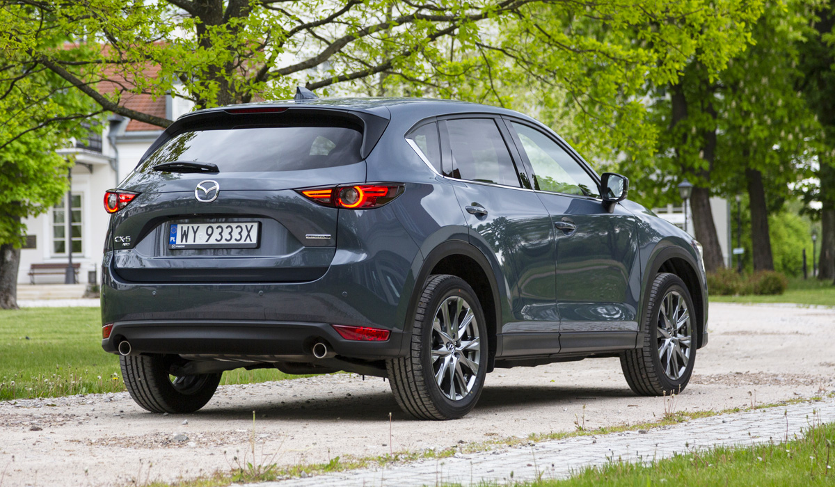 This is not a facelift: even almost four years after the debut of the current Mazda CX-5 crossover, the company decided not to touch its design. From the visible updates — only other nameplates and added to the palette of gray body color Polymetal Grey. But the engineers worked on the equipment and equipment.