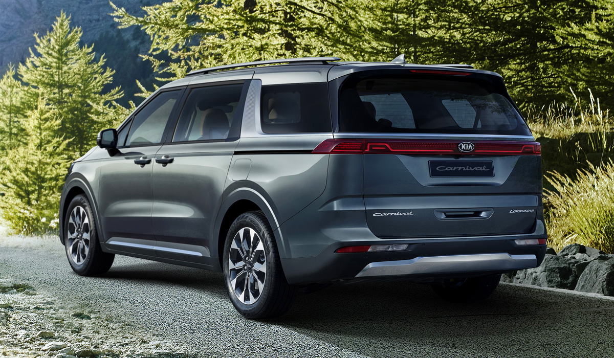 Published the first photos of the Kia Carnival minivan of the fourth generation. If the previous models had the usual single-volume proportions for this class, the