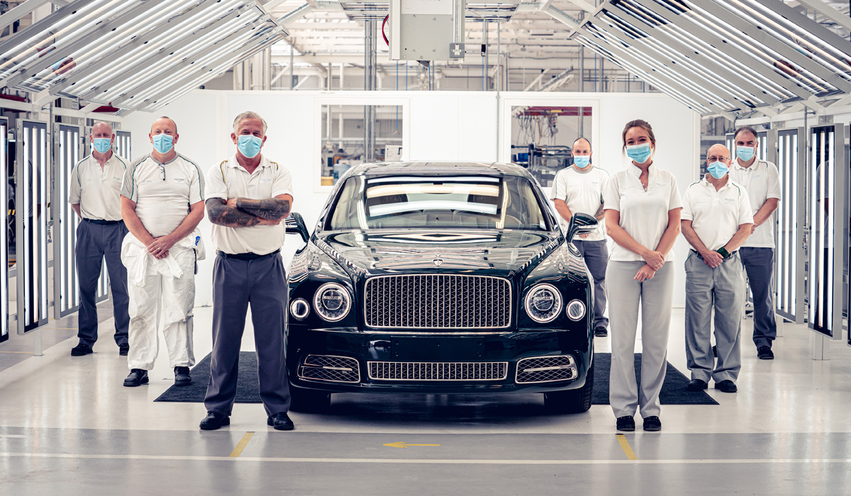 Assembled in early June, the last Bentley V8 engine with a volume of 6.75 liters finally got an aggregate carrier: the factory in Crewe released the final copy of the Bentley Mulsanne sedan.