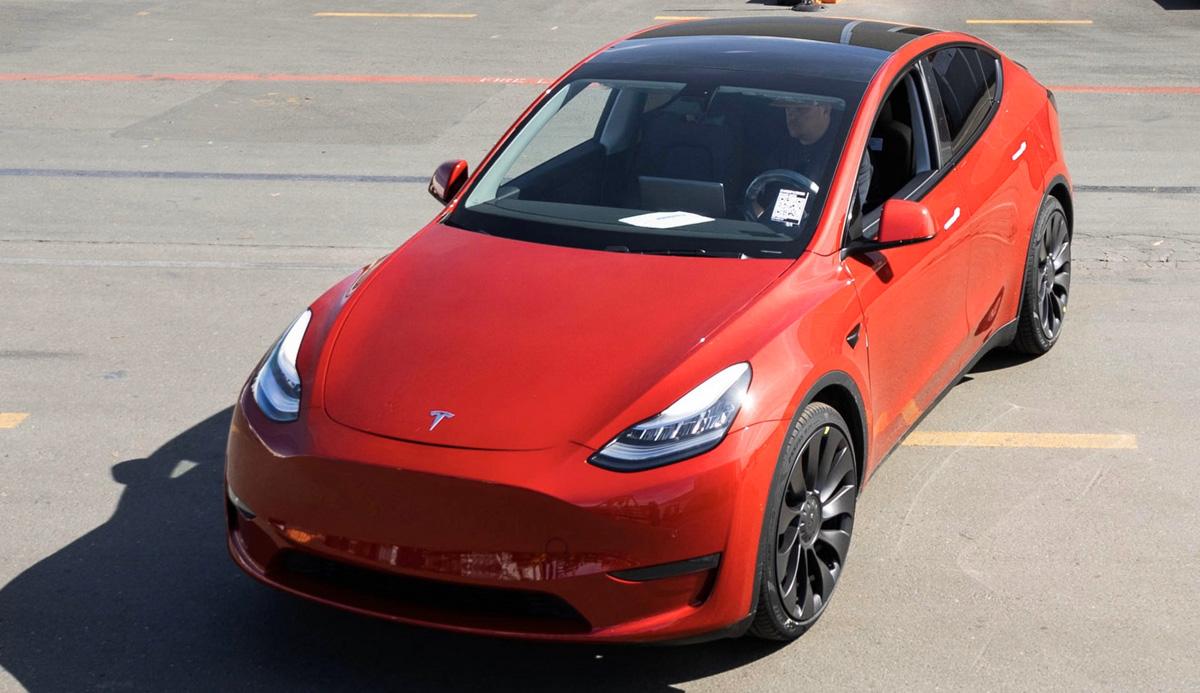 Tesla празднует выпуск миллионного электромобиля
